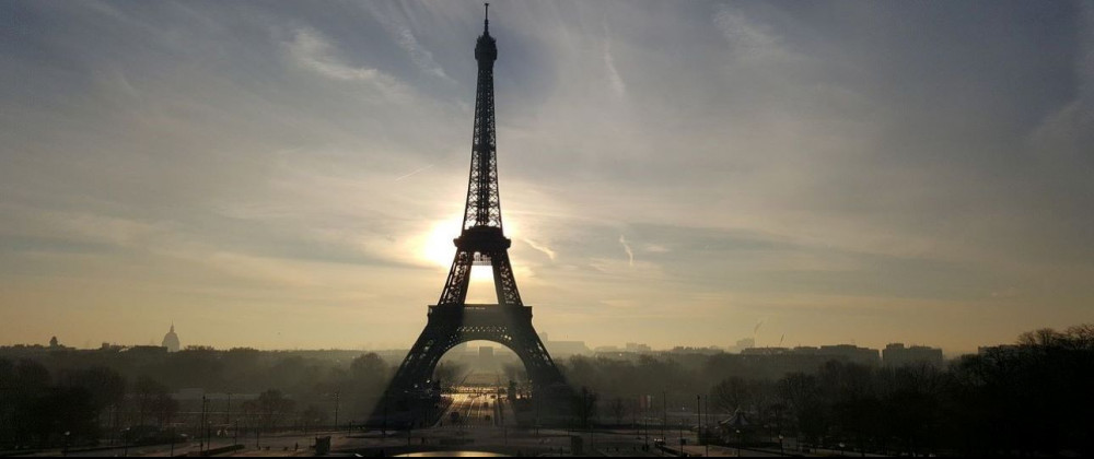 eiffel-tower-with-sun-backdrop